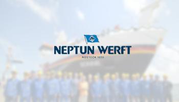 Eine Werbeanzeige für die Neptun Werft in Rostock. Der Hintergrund zeigt eine Aufnahme von mehreren Auszubildenden der Neptun Werft, die vor einem neu produzierten Schiff stehen.